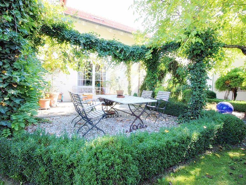 Attraktives, vermietetes Einfamilienhaus mit eingewachsenem Süd- und Westgarten in Grasbrunn - Terrasse Westen