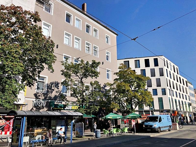 Große ebenerdige Gewerbeeinheit im EG mit Schaufensterfront direkt am Tegernseer Platz zum 01.01.2020 - Aussenansicht2