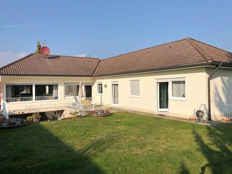 Großer Bungalow mit XXL Grundstück für Individualisten in ruhiger Lage von Brunnthal, 85649 Brunnthal / Hofolding, Einfamilienhaus