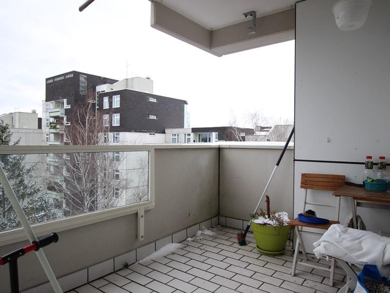 Vermietete, attraktive 3 Zimmerwohnung mit Südbalkon in ruhiger Lage von Ottobrunn - Balkon