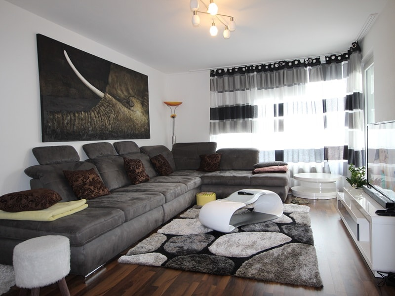 Vermietete, attraktive 3 Zimmerwohnung mit Südbalkon in ruhiger Lage von Ottobrunn - Wohnbereich