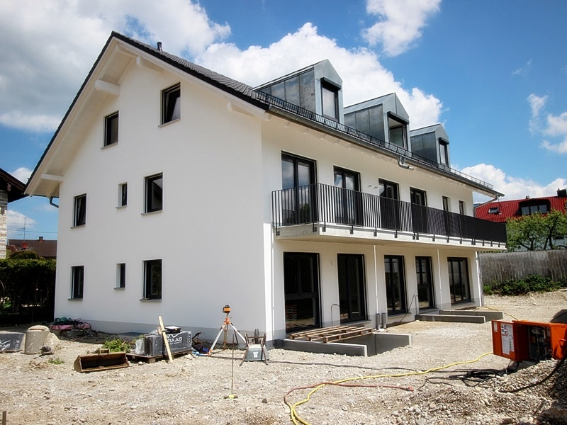Erstbezug: 3 Zimmer Maisonettewohnung mit Garten in ruhiger Lage von Höhenkirchen - Außenansicht