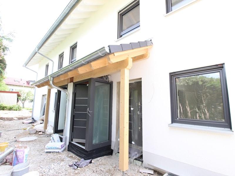 Erstbezug: 3 Zimmer Maisonettewohnung mit Garten in ruhiger Lage von Höhenkirchen - Eingang