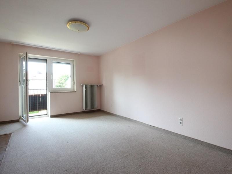 Renovierungsbedürftige DHH auf großem Erbbaurechtsgrundstück in ruhiger Lage von Riemerling - Schlafzimmer