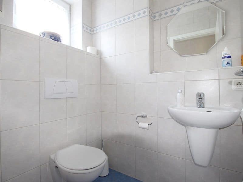 Großzügige, attraktive DHH in ruhiger Ortsrandlage von Siegertsbrunn - Gäste-WC