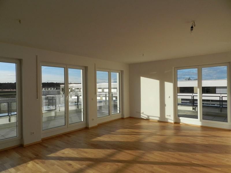 Perfekte 3 Zimmer-Dachterrassenwohnung in Höhenkirchen-Siegertsbrunn - Wohn-/Essbereich