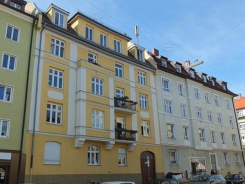 Große, vollständig sanierte 3 Zimmer Altbauwohnung in direkter Nähe am Rotkreuzplatz / Neuhausen - Aussenansicht