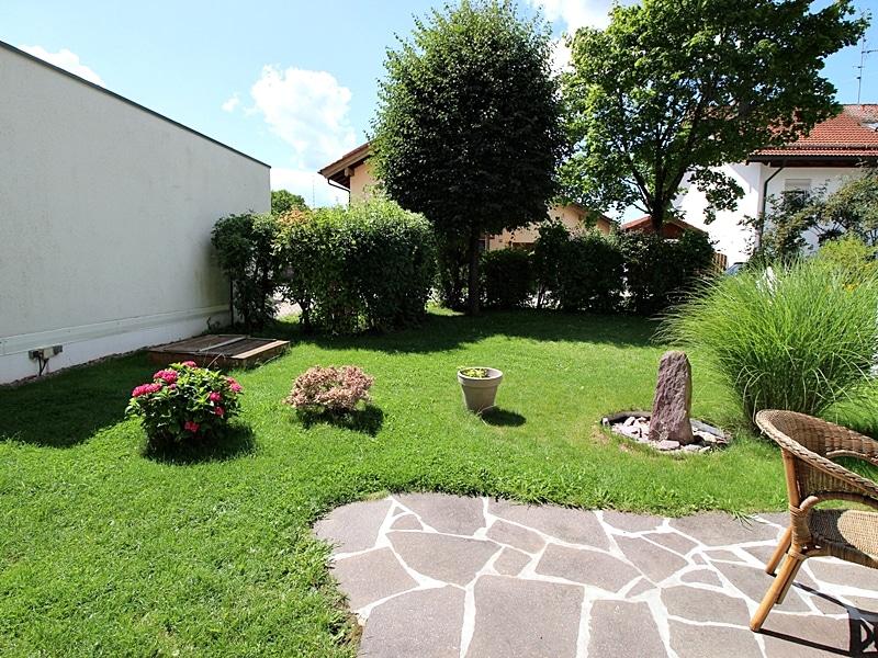 2,5 ZKB Maisonettewohnung mit großem Südwestgarten in ruhiger Lage von Brunnthal - Garten