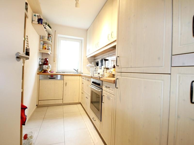 2,5 ZKB Maisonettewohnung mit großem Südwestgarten in ruhiger Lage von Brunnthal - Küche