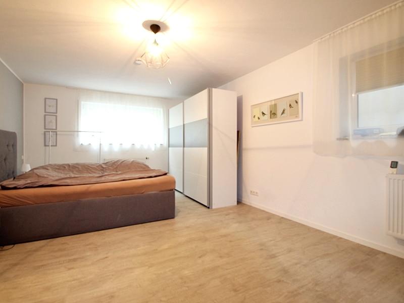 2,5 ZKB Maisonettewohnung mit großem Südwestgarten in ruhiger Lage von Brunnthal - Schlafzimmer UG