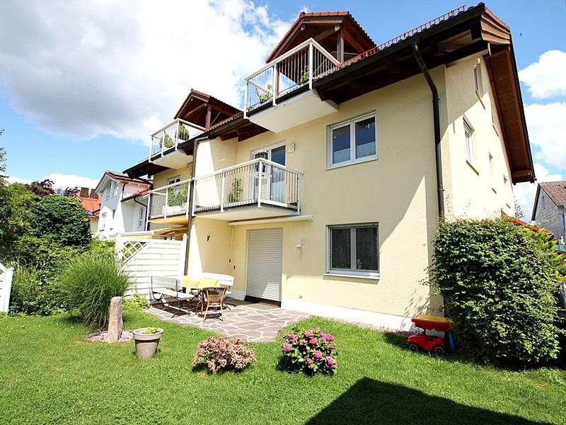 2,5 ZKB Maisonettewohnung mit großem Südwestgarten in ruhiger Lage von Brunnthal - Außenansicht