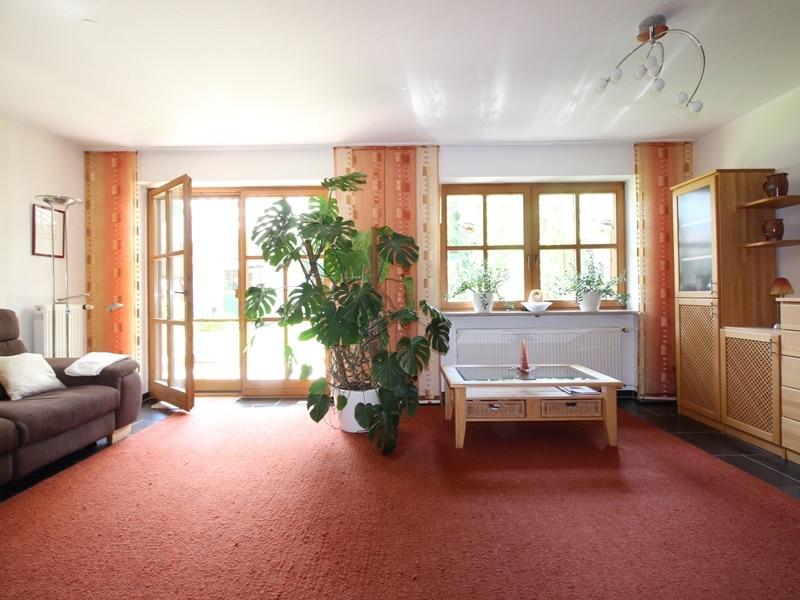 Sofort einziehen! Attraktive, sehr gepflegte DHH in ruhiger, zentrumsnaher Lage von Ottobrunn - Wohnbereich