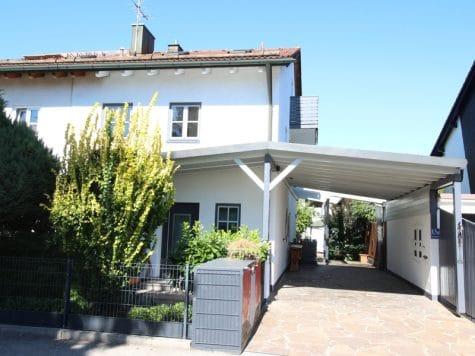 Großzügige Doppelhaushälfte mit eingewachsenem Garten in bevorzugter Lage von Waldtrudering, 81827 München/Trudering, Doppelhaushälfte
