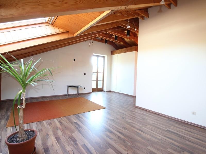 Großzügige Doppelhaushälfte mit eingewachsenem Garten in bevorzugter Lage von Waldtrudering - Dachstudio