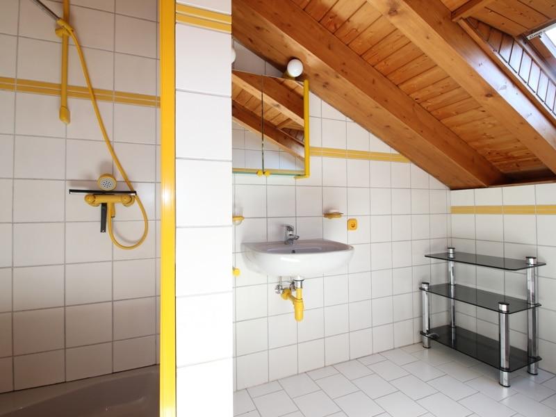 Großzügige Doppelhaushälfte mit eingewachsenem Garten in bevorzugter Lage von Waldtrudering - Dusche DG