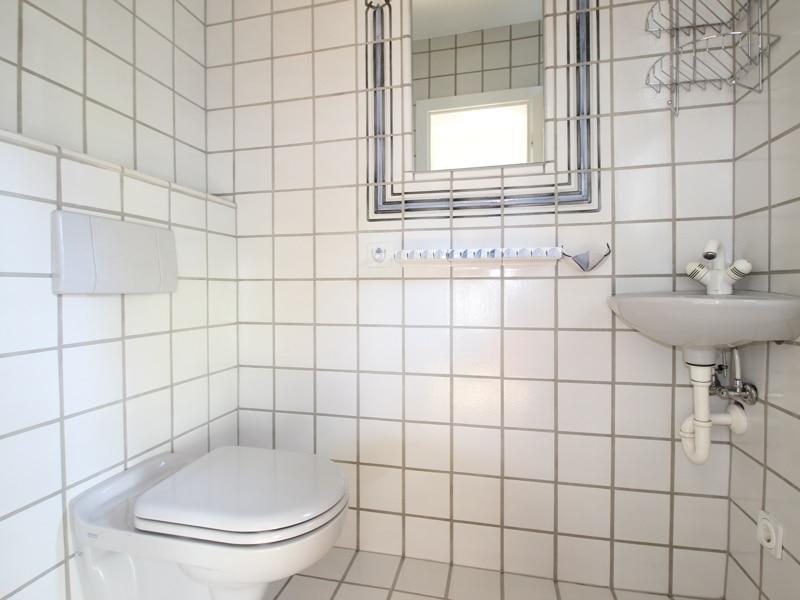 Großzügige Doppelhaushälfte mit eingewachsenem Garten in bevorzugter Lage von Waldtrudering - Gäste-WC