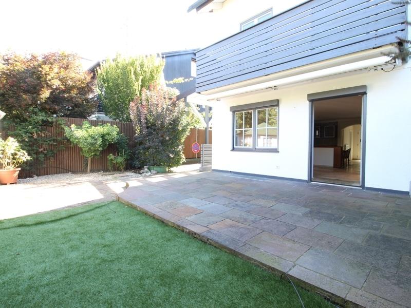 Großzügige Doppelhaushälfte mit eingewachsenem Garten in bevorzugter Lage von Waldtrudering - Terrasse