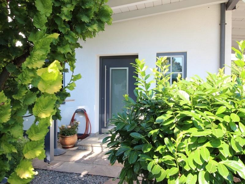 Großzügige Doppelhaushälfte mit eingewachsenem Garten in bevorzugter Lage von Waldtrudering - Hauseingang