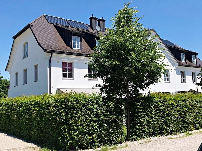 Großes neuwertiges Reihenhaus mit Südgarten auf Gut Möschenfeld / Grasbrunn - Außenansicht