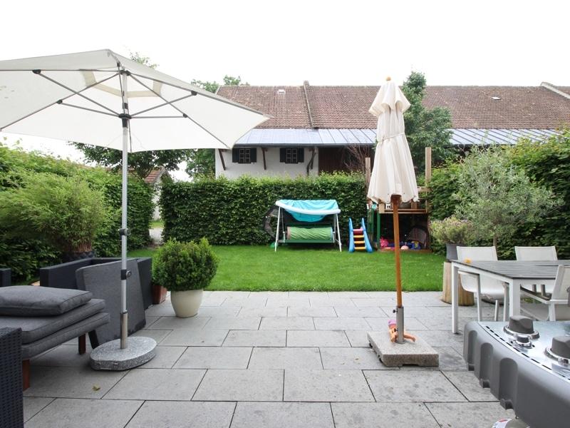 Großes neuwertiges Reihenhaus mit Südgarten auf Gut Möschenfeld / Grasbrunn - Terrasse