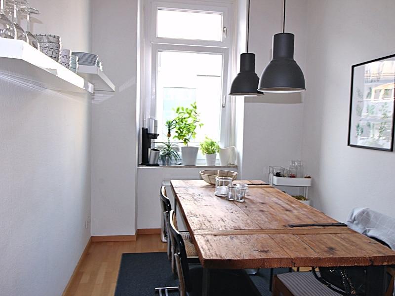 Modernisierte 3 Zimmer Wohnung direkt am Tegernseer Platz in Obergiesing - Essbereich