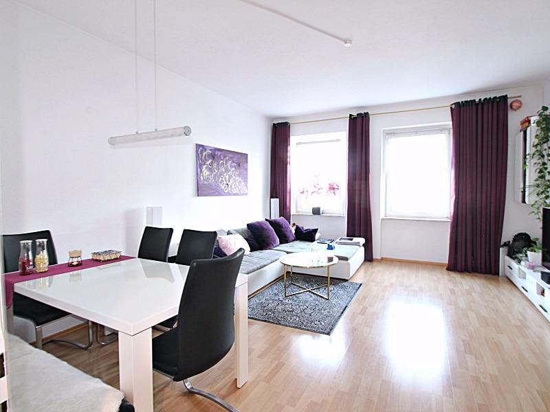 2 Zimmer XXL Wohnung direkt am Tegernseer Platz in Obergiesing zum 01.11.2020 - Wohnzimmer