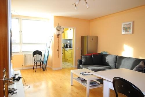 Helle 2 Zimmer Wohnung mit sehr gutem Grundriss und Südwestloggia in Ottobrunn - Wohnzimmer