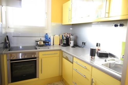 Helle 2 Zimmer Wohnung mit sehr gutem Grundriss und Südwestloggia in Ottobrunn - Küche
