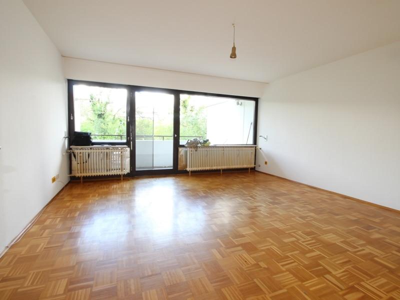 Großzügige 2 Zimmerwohnung mit kleinem Garten in Laim - Wohnzimmer