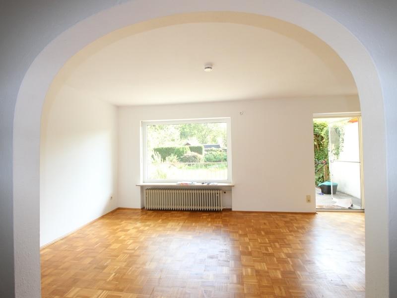 Großzügiges Reiheneckhaus in ruhiger heller Waldrandlage in Zorneding/Pöring - Wohnzimmer