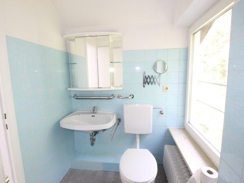 Großzügiges Reiheneckhaus in ruhiger heller Waldrandlage in Zorneding/Pöring - Gäste-WC