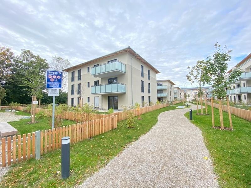 Erstbezug - Attraktive 3 ZKB Gartenwohnung mit 2 Bädern und EBK in Höhenkirchen - Außenansicht