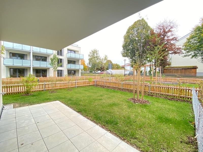 Erstbezug - Attraktive 3 ZKB Gartenwohnung mit 2 Bädern und EBK in Höhenkirchen - Terrasse