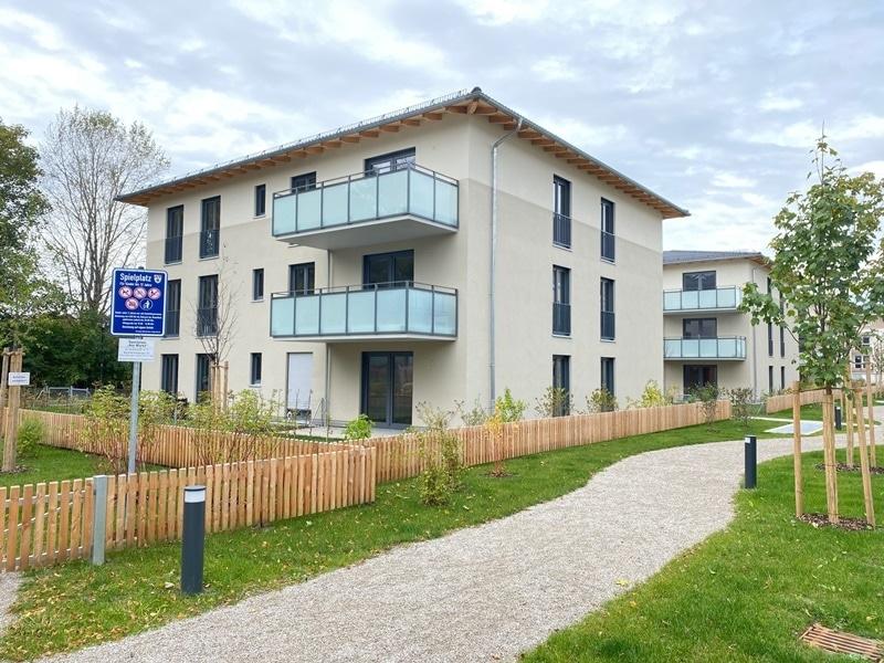 Erstbezug - Attraktive 3 ZKB Gartenwohnung mit 2 Bädern und EBK in Höhenkirchen - Rückansicht