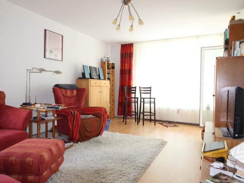 Helle, gepflegte 3 ZKB Wohnung mit Westbalkon in Ottobrunn - Wohnzimmer