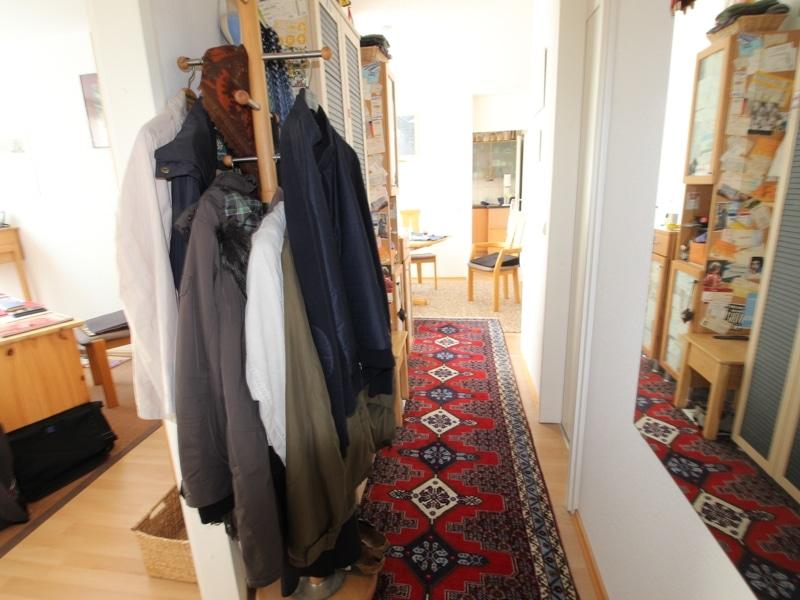 Helle, gepflegte 3 ZKB Wohnung mit Westbalkon in Ottobrunn - Flur