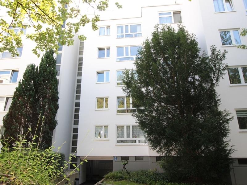 Helle, gepflegte 3 ZKB Wohnung mit Westbalkon in Ottobrunn - Aussenansicht