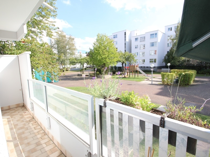 Helle, gepflegte 3 ZKB Wohnung mit Westbalkon in Ottobrunn - Aussicht Balkon