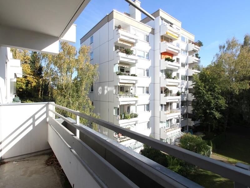 Kapitalanleger aufgepasst: Attraktives 1 ZKB Appartment mit Balkon in ruhiger, grüner Lage von Ottobrunn - Ausblick Balkon