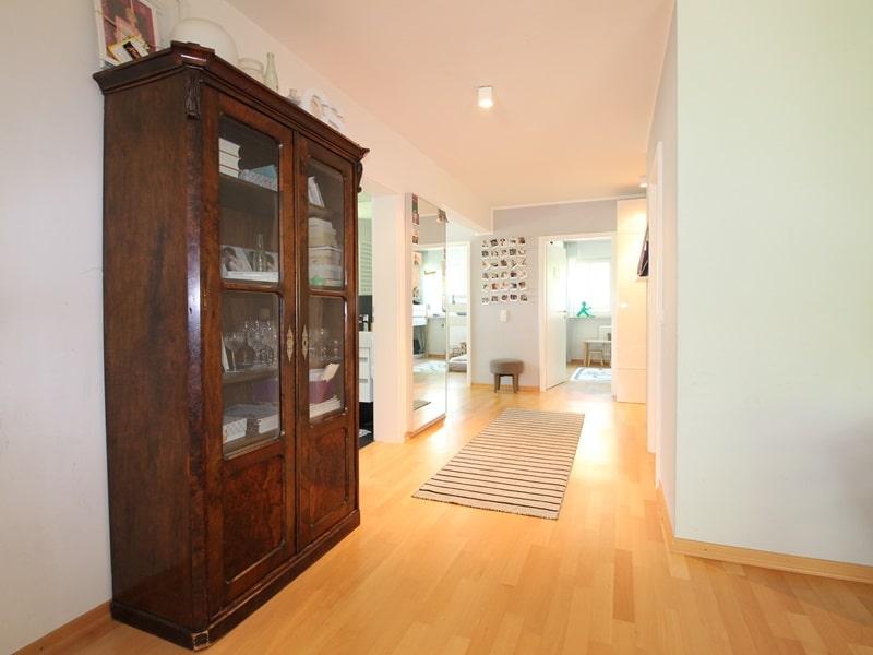 Großzügige 4 Zimmer Erdgeschosswohnung mit zusätzlich 2 Hobbyräumen in Grasbrunn / Neukeferloh - Diele