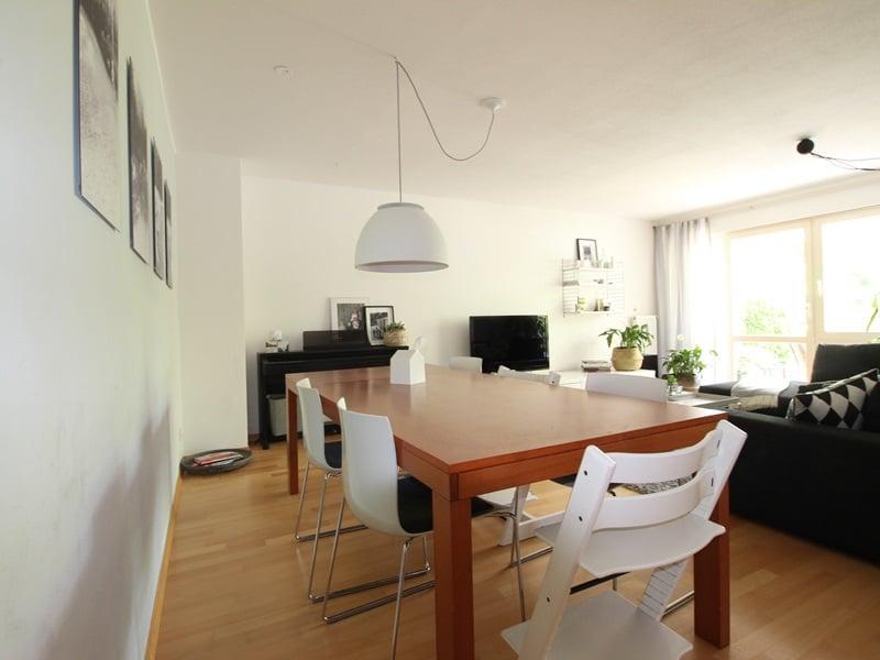 Großzügige 4 Zimmer Erdgeschosswohnung mit zusätzlich 2 Hobbyräumen in Grasbrunn / Neukeferloh - Essbereich