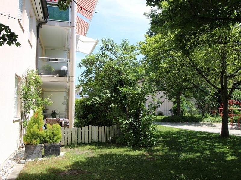 Großzügige 4 Zimmer Erdgeschosswohnung mit zusätzlich 2 Hobbyräumen in Grasbrunn / Neukeferloh - Garten