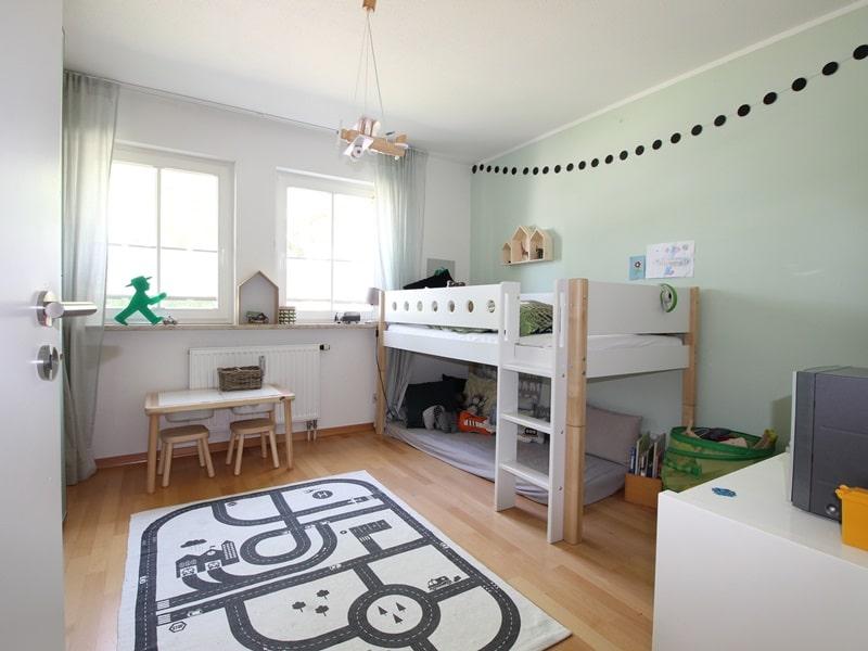 Großzügige 4 Zimmer Erdgeschosswohnung mit zusätzlich 2 Hobbyräumen in Grasbrunn / Neukeferloh - Kinderzimmer 2