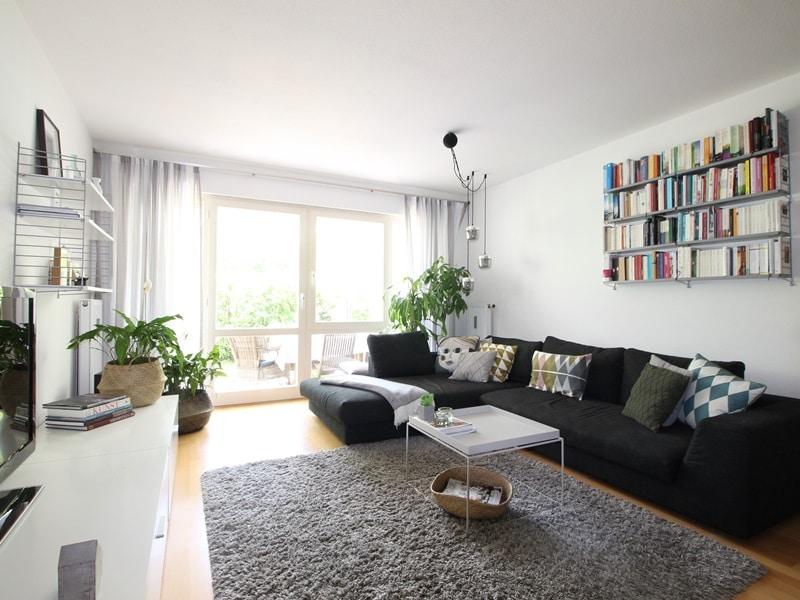 Großzügige 4 Zimmer Erdgeschosswohnung mit zusätzlich 2 Hobbyräumen in Grasbrunn / Neukeferloh - Wohnbereich