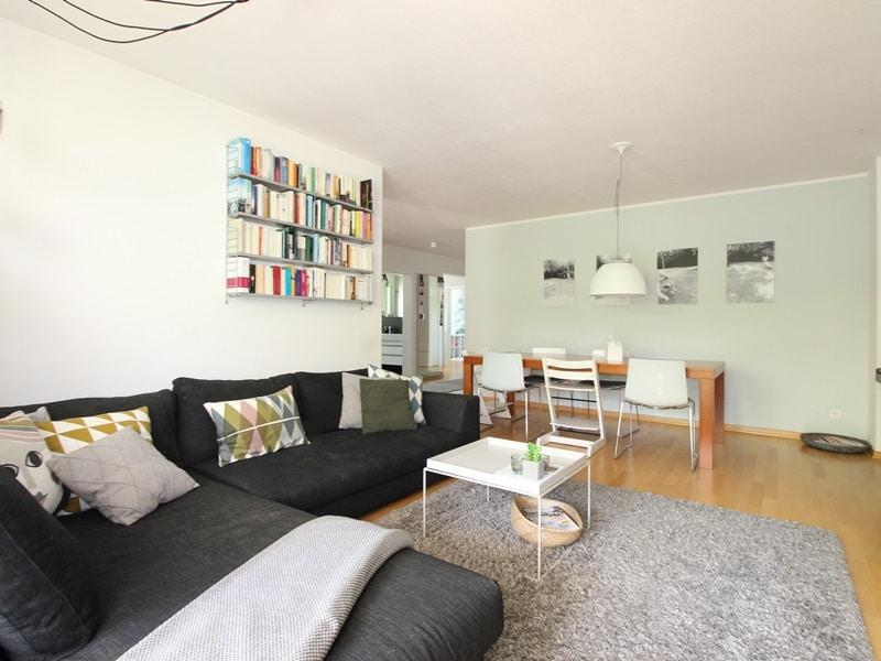 Großzügige 4 Zimmer Erdgeschosswohnung mit zusätzlich 2 Hobbyräumen in Grasbrunn / Neukeferloh - Wohn-/Essbereich