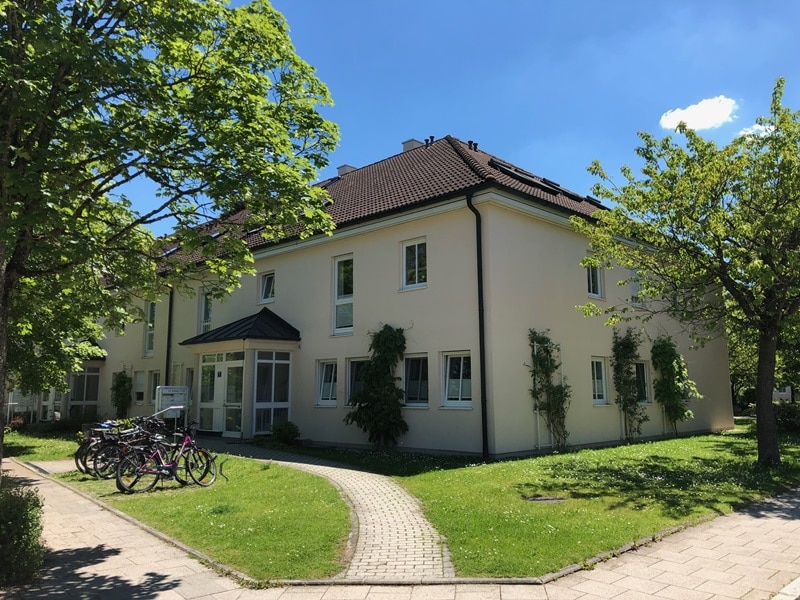 Großzügige 4 Zimmer Erdgeschosswohnung mit zusätzlich 2 Hobbyräumen in Grasbrunn / Neukeferloh - Außenansicht