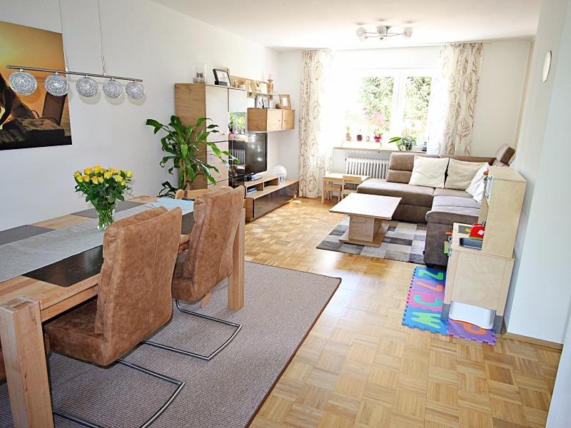 Modernisiertes Reihenmittelhaus in Riemerling mit günstigem Erbbauzins - Wohn- Essbereich