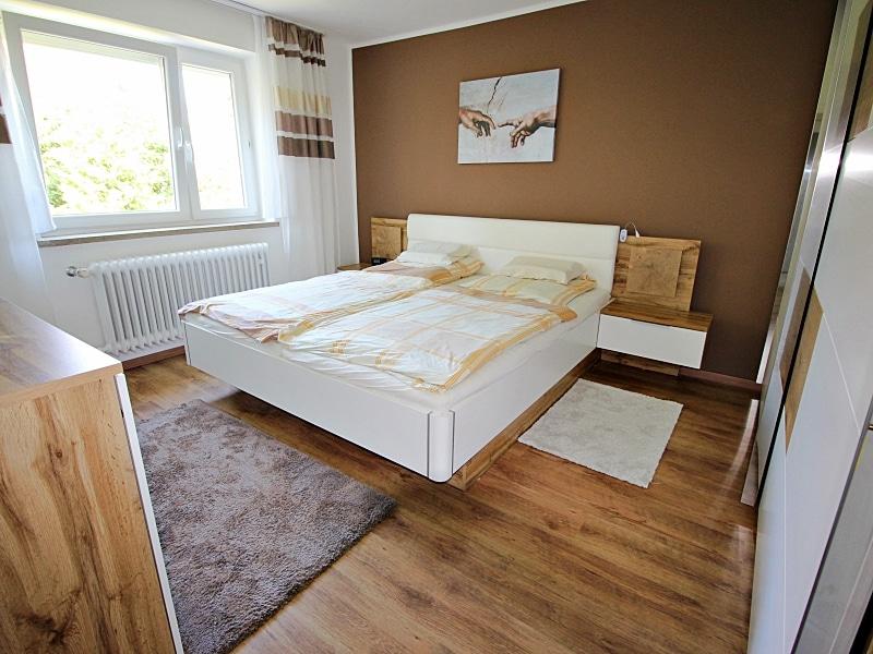 Modernisiertes Reihenmittelhaus in Riemerling mit günstigem Erbbauzins - Schlafzimmer