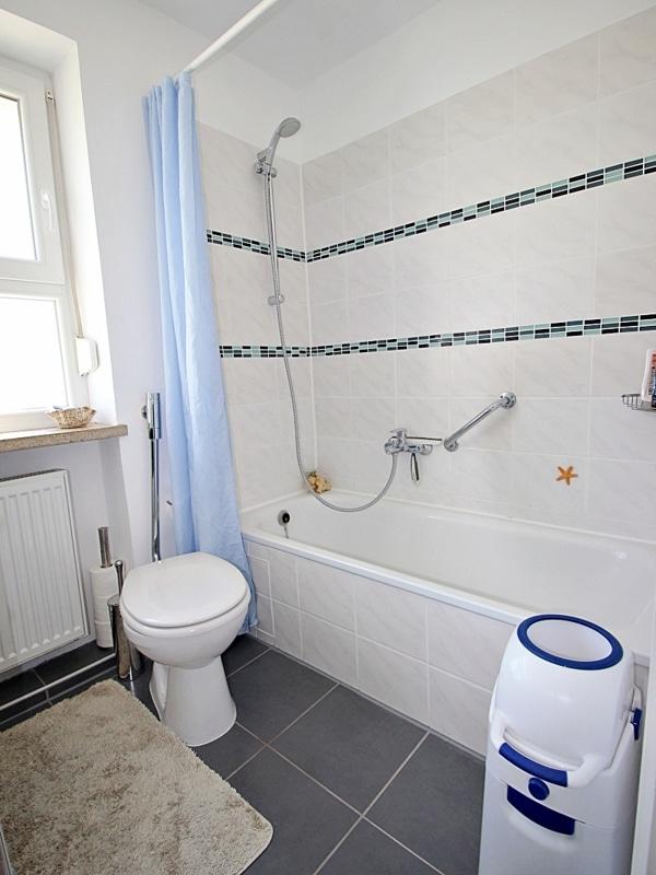 Modernisiertes Reihenmittelhaus in Riemerling mit günstigem Erbbauzins - Badezimmer