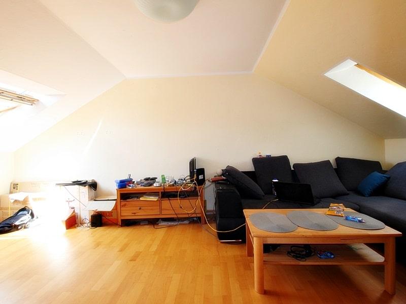 Für Kapitalanleger - Vermietete 1 ZKB Dachgeschosswohnung in ruhiger Lage von Höhenkirchen - Wohn-/Schlafbereich